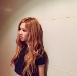 Rosé leaning against a wall 2