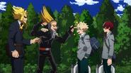 Present Mic molestando a Katsuki