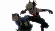 Katsuki persigue a un niño que le robo una granada