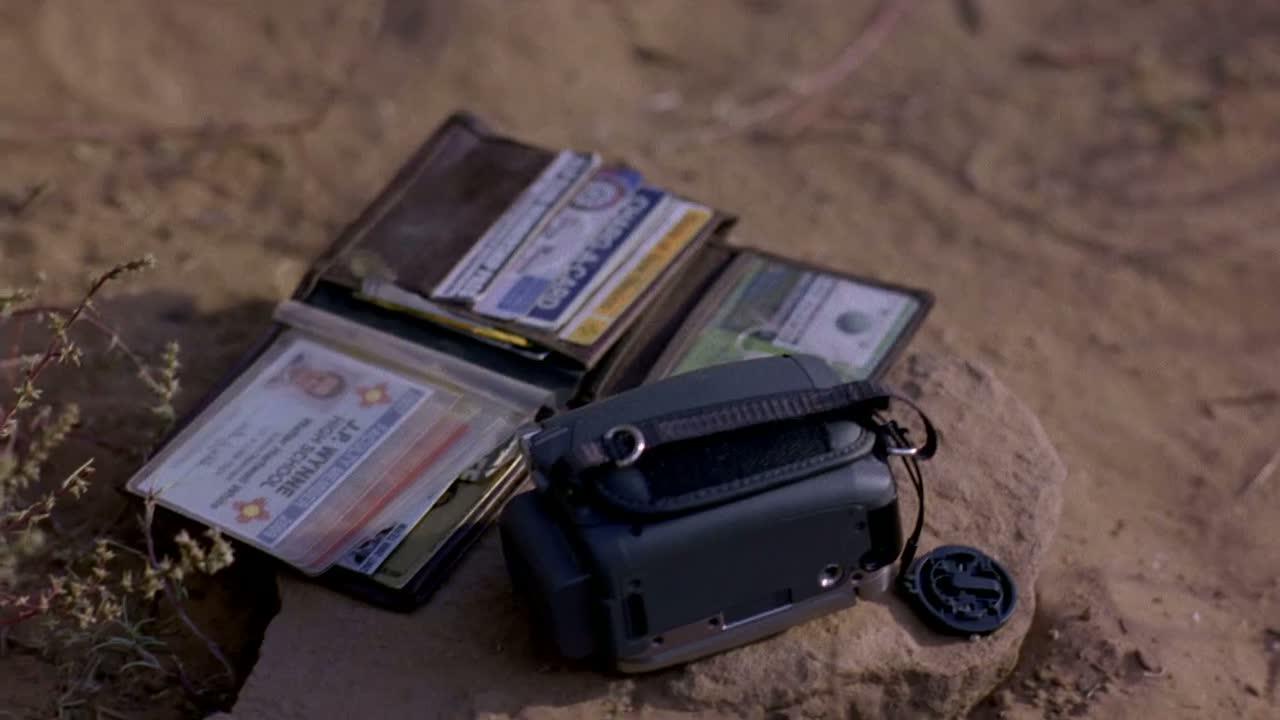 1x02 - Walt's wallet.jpg
