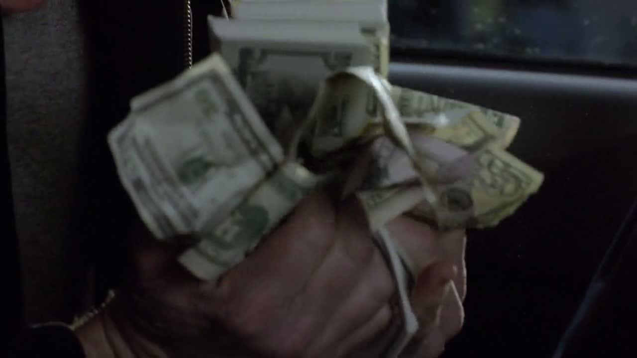 1x06 - Tuco's money.jpg