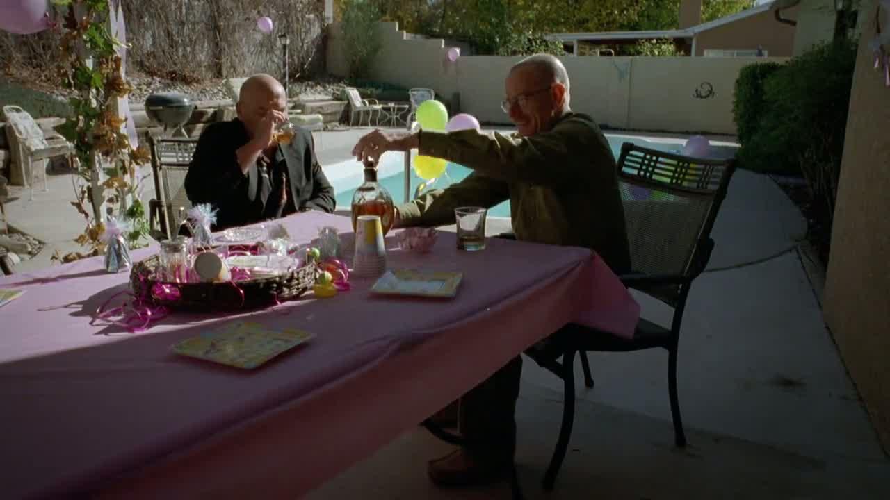 1x07 - Walt and Hank share a drink.jpg