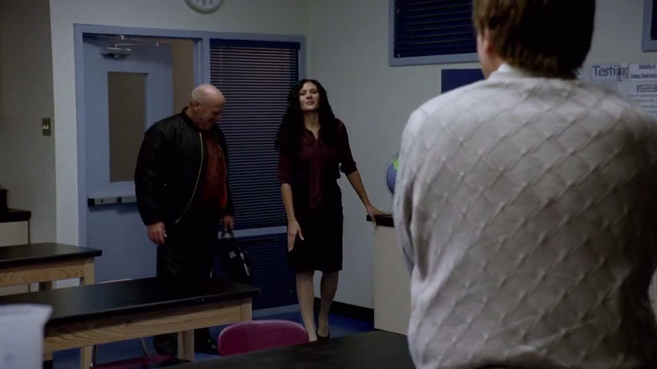 1x06 - Hank at Walt's school.jpg