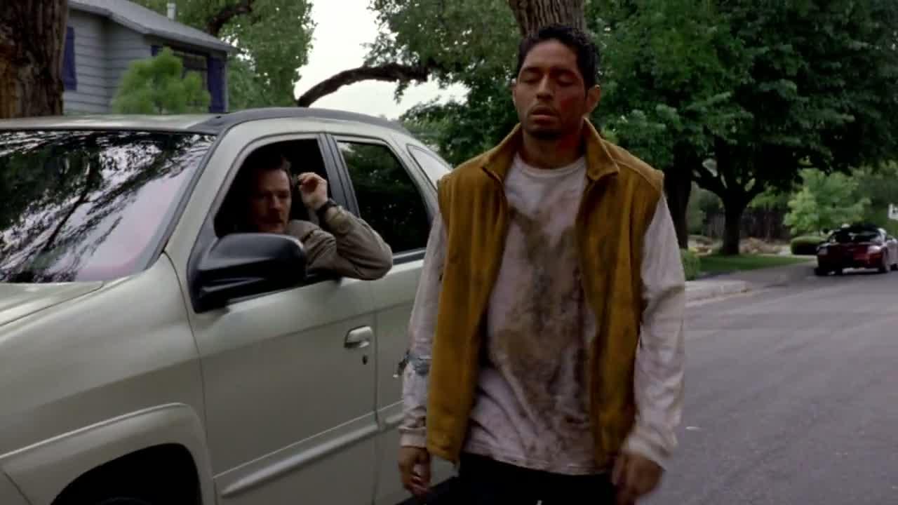1x02 - Krazy 8 on the street.jpg