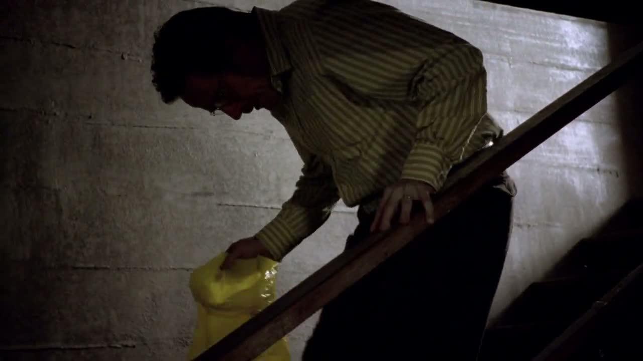 1x02 - Walt about to kill.jpg