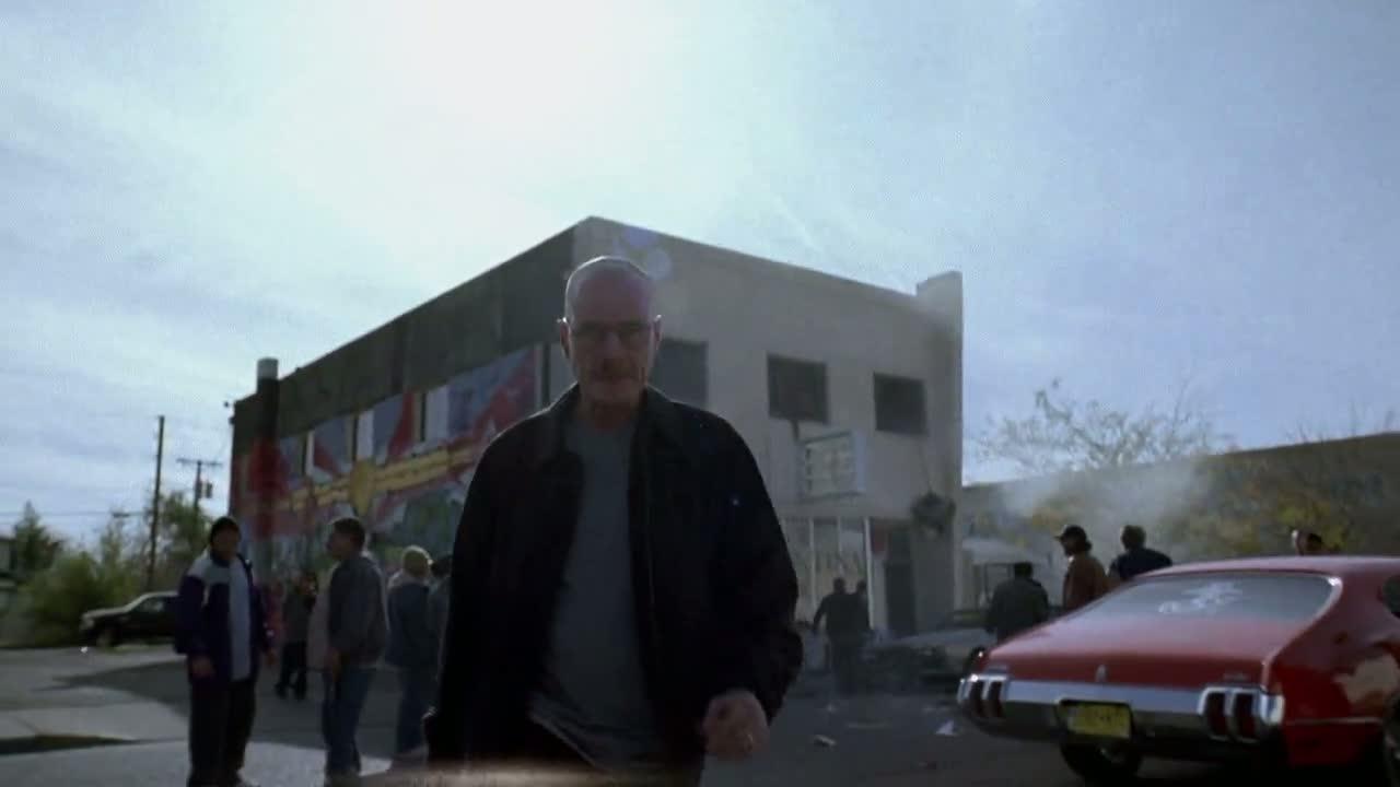 1x06 - Walt walking away from Tuco's HQ.jpg