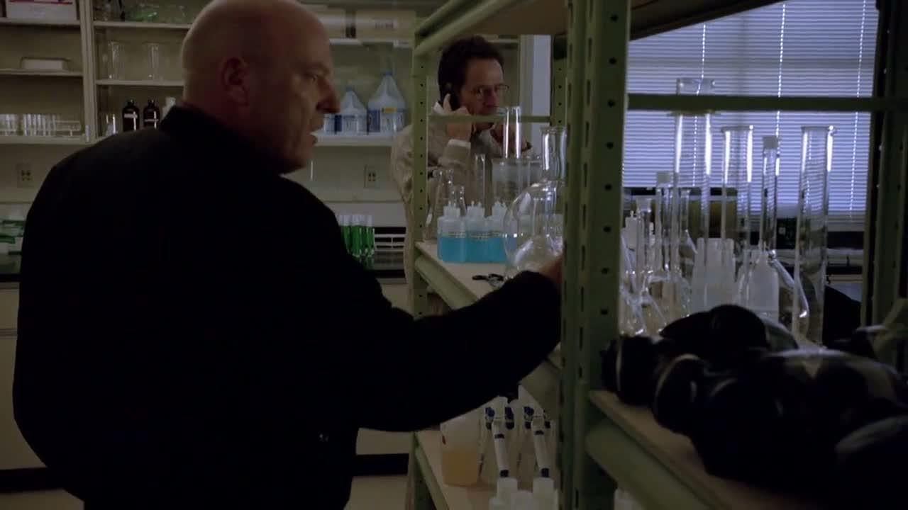 1x06 - Hank investigate the apparatus.jpg
