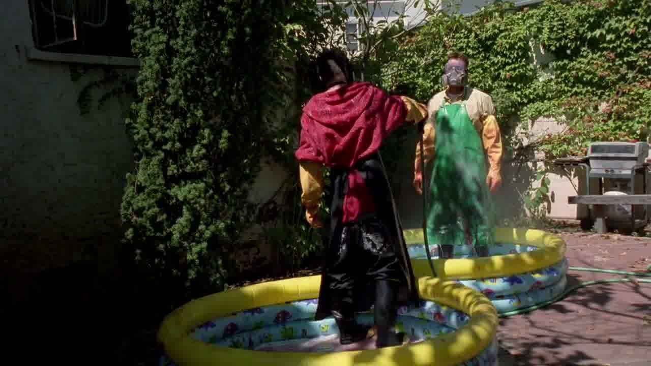 1x03 - Washing off Emilio.jpg