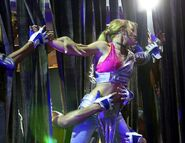 Britney-spears-live-concert-dvd-london-arena-11-16-00-d5cb1