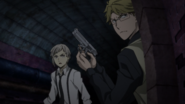 Kunikida and Atsushi pursuing the criminal