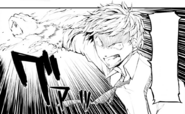 Atsushi tries to attack Koyo at the infimary (manga)