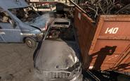 Volk in crashed car