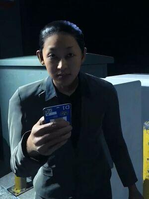 Стэйси дает ключ-карту