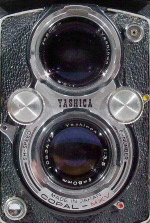 Yashica-D 02.jpg