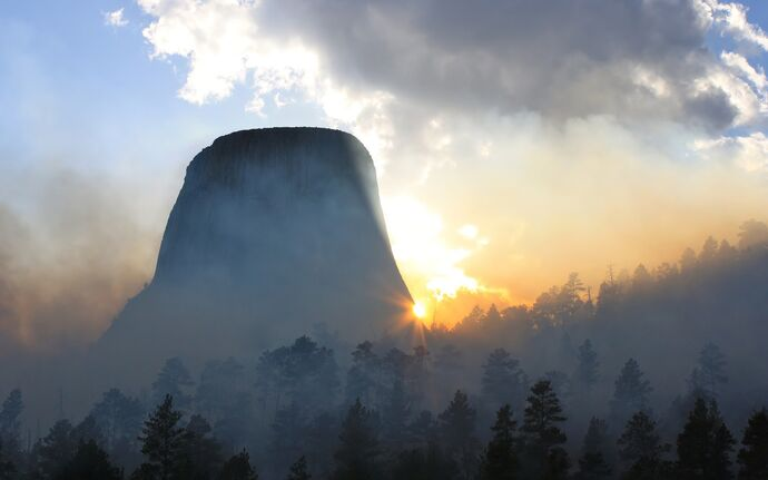 Morning-fog-at-devils-tower-in-wyoming-wide-wallpaper-542111.jpg