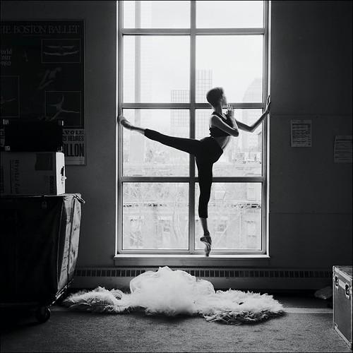 Ballerina-ballet-beautiful-beauty-black-amp-white-Favim.com-266982.jpg