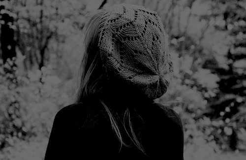Alone-black-and-white-cute-girl-hair-Favim.com-460649.jpg