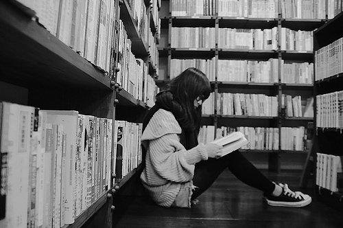 Black-black-and-white-books-fashion-girl-Favim.com-460634.jpg