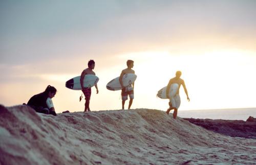 Beach-breaking-dawn-dawn-friendship-hipster-Favim.com-363988.jpg