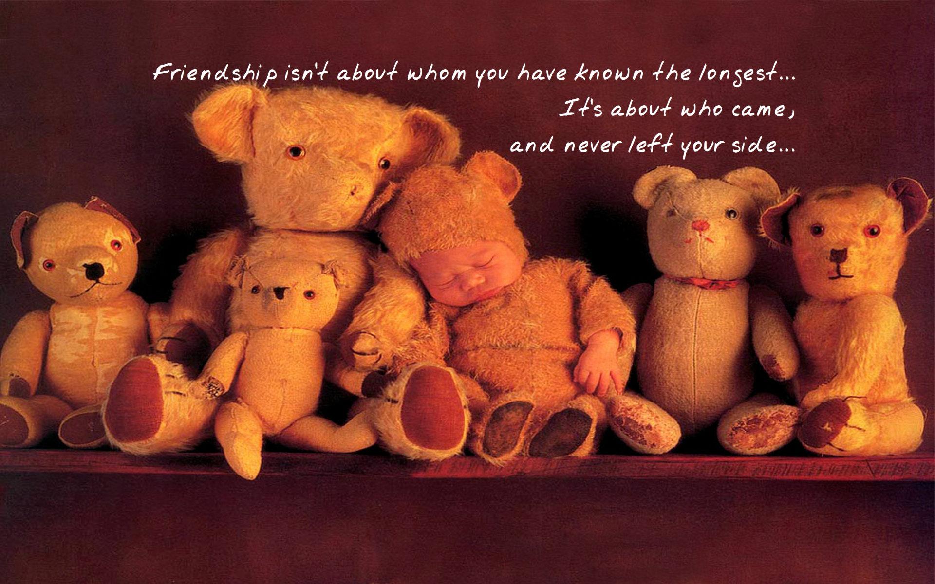 Boy-teddy-bear-323976.jpg