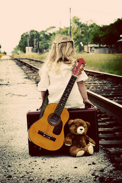 Alone-child-cute-guitar-little-girl-Favim.com-335934.jpg