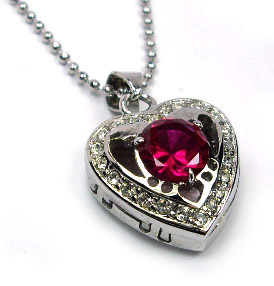 Isabella Simone Cleola's necklace.jpg