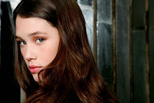 Astrid-Berges-Frisbey-philip-and-syrena-22473017-500-333.jpg