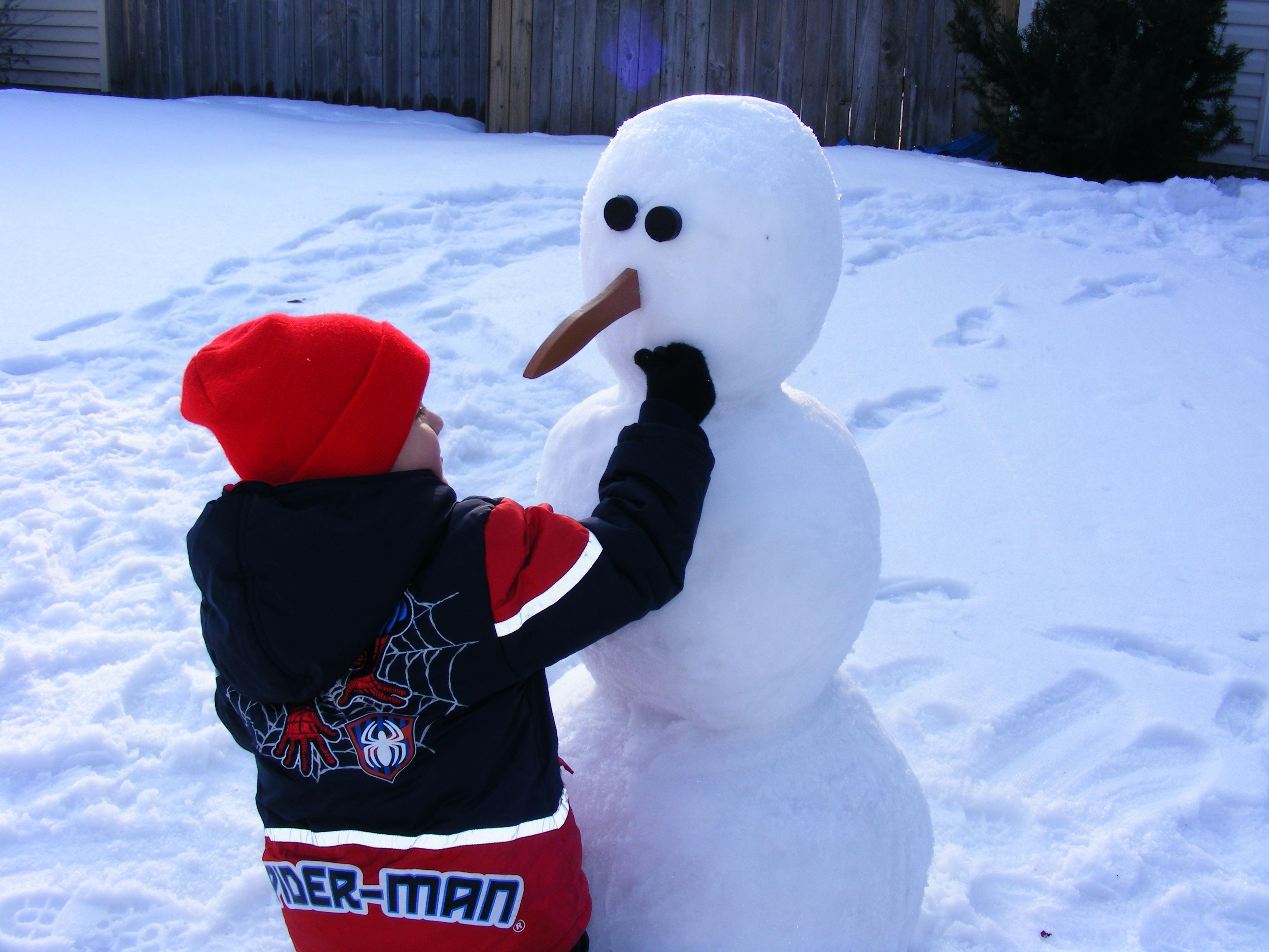Building-a-snowman-6.jpg