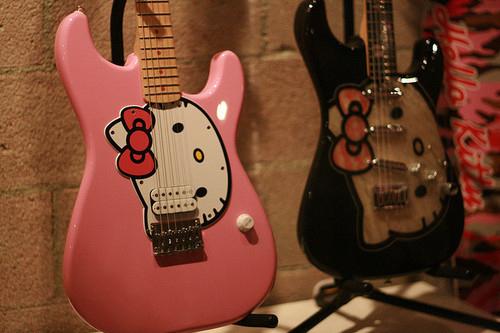Johanna Larsen's guitar.jpg