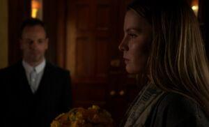 S04E12-Fiona flowers Holmes.jpg