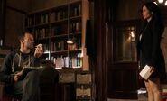 S02E05-Holmes w skull Watson gift