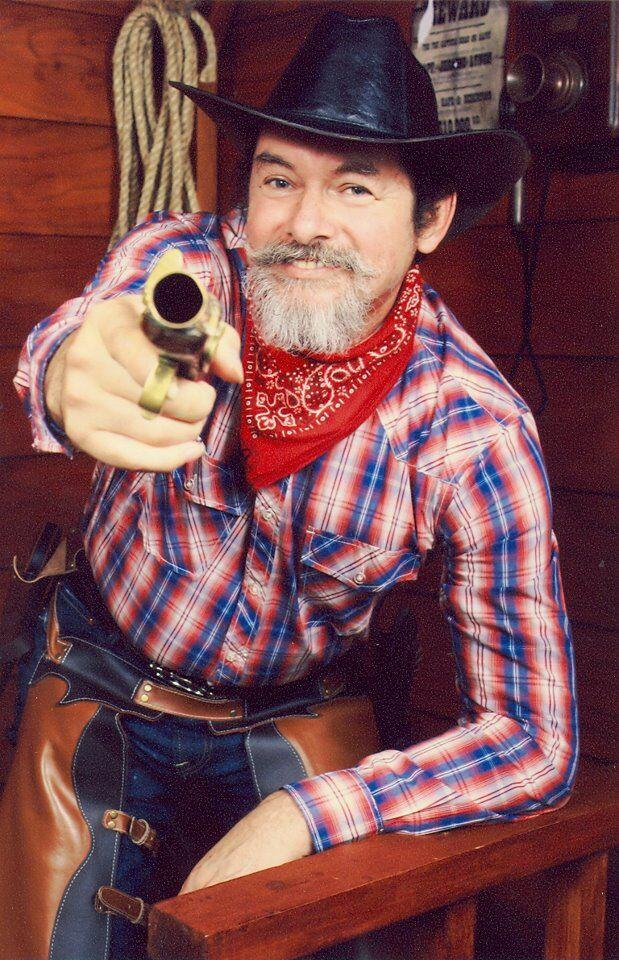 Carlos Suarez (pistolero).jpg