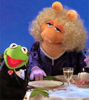 Dinner-KermitPiggy.jpg
