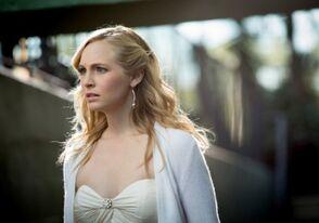 The Vampire Diaries - Caroline Forbes 3 - Candice Accola.jpg