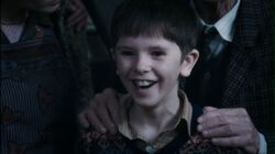 Charlie-and-the-Chocolate-Factory-freddie-highmore-21552229-1600-899-1-.jpg