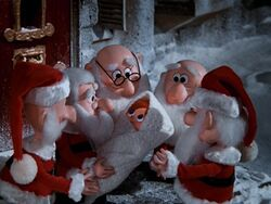 Santa-claus-is-comin-to-town-05.jpg