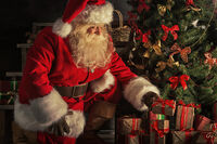 Santa-Delivering-Christmas-Gifts ThinkStock-Photos RS28129-491090202