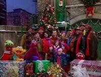 Elmo-saves-christmas-19