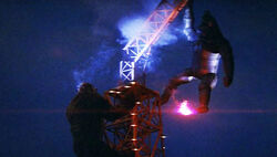 King-kong-escapes-tokyo-tower-mechanikong-fight-ending-review.jpg