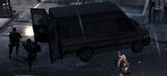 Miembros del SAS saliendo de una Van