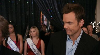 1x25 Jeff and Britta share a look1