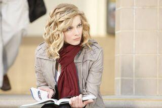 1x1 Britta intro pic