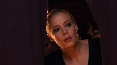 1x14 Britta peeking
