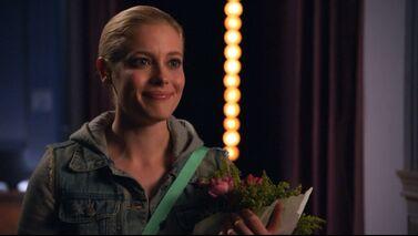 1x14 Britta roses