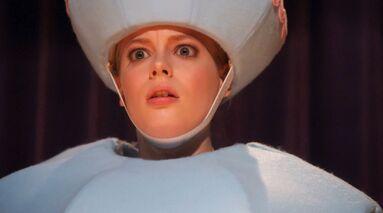 1x14 Britta stunned