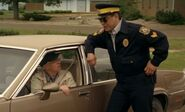 S04E01-Davis Oscar car