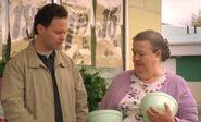 S04E16-Helen gives bowl