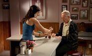 S03E11-Lacey Oscar cola