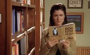 S02E15-Lacey at library