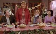 S02E02-Head table